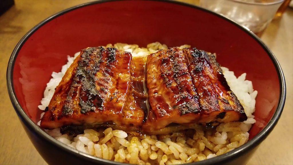 comer unagi en tokio
